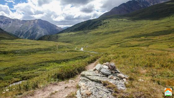 chemin de montagne parfait pour courir seul en musique